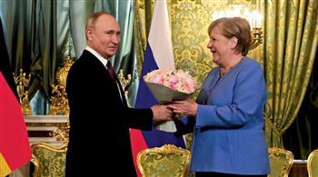 بوتين يبحث مع ماكرون وميركل التسوية الاوكرانية