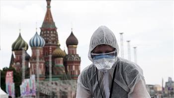 طبيب روسي يرجح الحاجة إلى لقاح آخر حال انخفاض فاعلية تطعيمات كورونا