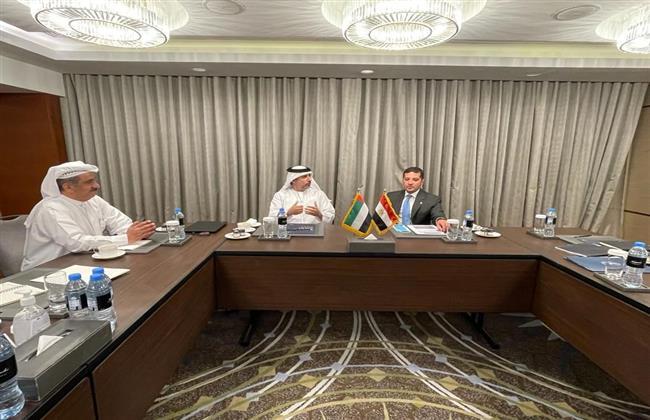 """""""عبد الوهاب"""" يعرض فرص الاستثمار في مصر أمام مسئولي الإمارات وقبرص"""