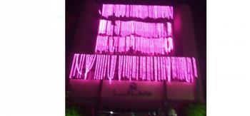 قنا تتزين باللون الوردى تزامنا مع اليوم العالمي لسرطان الثدى