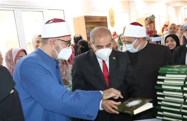 رئيس جامعة الأزهر يفتتح معرض الكتاب الثاني بفرع البنات بمدينة نصر