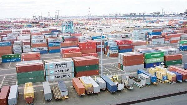 انتظام حركة الملاحة والتداول بميناء الإسكندرية