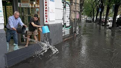عاصفة تحول شوارع إيطاليا لبحيرات