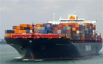 سقوط 100 حاوية من سفينة على سواحل كندا