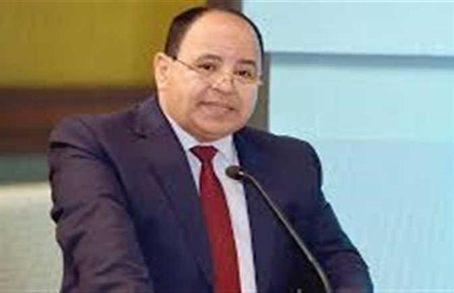وزير المالية يستعرض الجهود المبذولة لإحكام السيطرة على المنافذ الجمركية