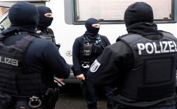 ألمانيا: مداهمة منازل 5 شبان للاشتباه بتحضيرهم هجومًا إرهابيًا