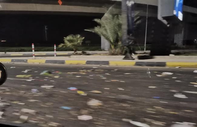 انتشار القمامة في الشوارع الرئيسية  بالإسكندرية ليلا