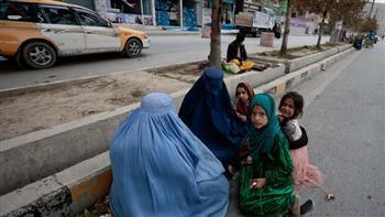 """""""طالبان"""" تسمح للفتيات بالعودة إلى بعض المدارس الثانوية.. مع تحفظات عديدة"""