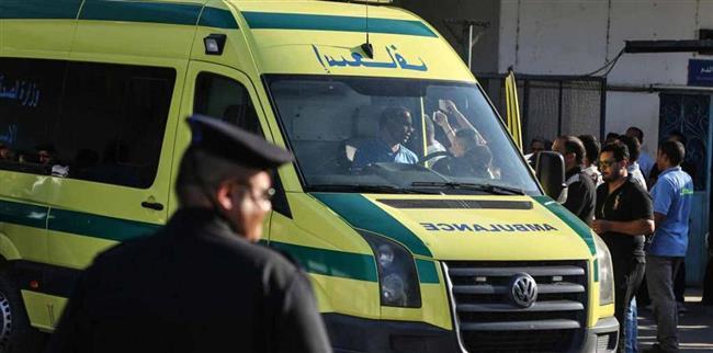 إصابة 3 أشخاص فى انقلاب سيارة بصحراوى قنا