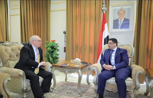 وزير الخارجية اليمنى يبحث مع المبعوث الأمريكي مستجدات عملية السلام
