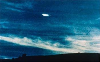 صور  رصد جسم غامض في سماء المملكة المتحدة