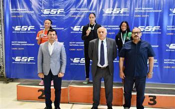 وزير الشباب والرياضة ونظيره الفلسطيني يشهدان بطولة الجمهورية للسباحة