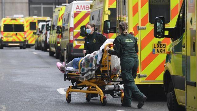 بريطانيا: البلاد تمر بالموجة الثالثة من جائحة «كورونا»