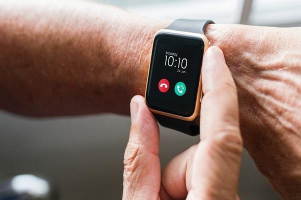 ساعات ذكية  تتيح للمستخدمين اللهو مع حيواناتهم الرقمية