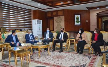 محافظ المنيا يستقبل وفدا من تنسيقية شباب الأحزاب والسياسيين