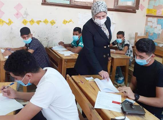 محافظ بنى سويف يتابع سير أعمال الامتحان التجريبي الثالث لطلاب الثانوية العامة