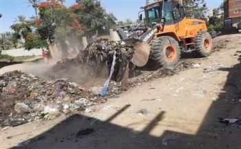 رفع 350 طن مخلفات أسفل الطريق الدائري بالهرم