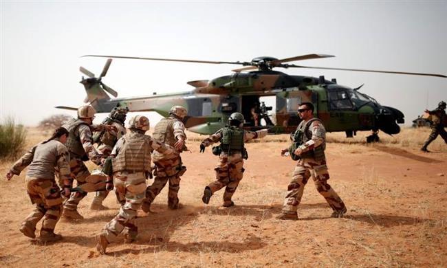 إصابة 6 جنود فرنسيين و4 ماليين فى انفجار سيارة مفخخة وسط مالى