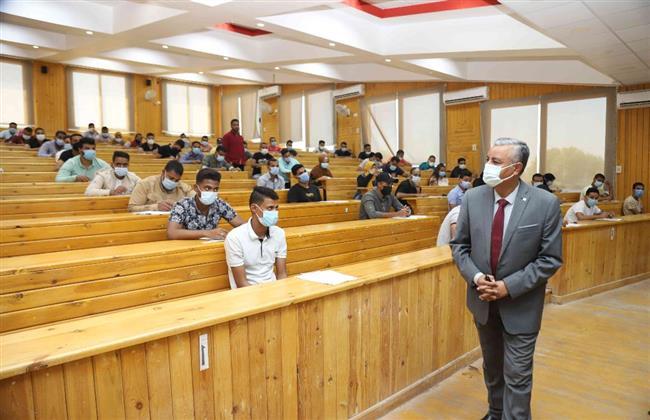 12105 طالب وطالبة يؤدون الامتحان بجامعة جنوب الوادي