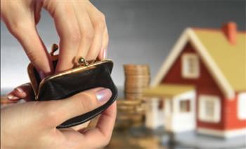 هل يجوز أن تعطي الزوجة زكاة مالها لزوجها للإنفاق على المنزل