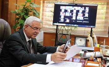 رئيس جامعة المنوفية يعقد اجتماعه الشهرى مع النواب وأمين عام الجامعة وعمداء الكليات «أونلاين»