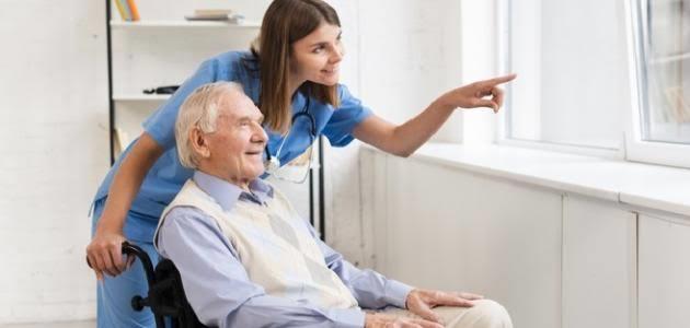 خبيرة علاقات أسرية توضح خطوات احترام كبار السن