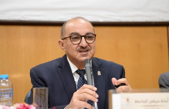 رئيس جامعة أسيوط يعلن انخفاض حالات المصابين بالكورونا الى 17  مريض