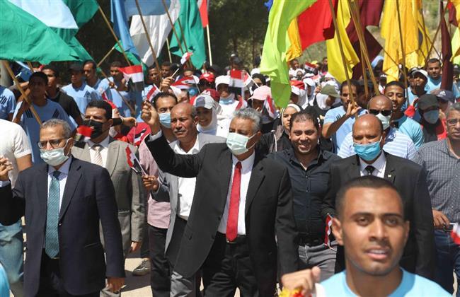 رئيس جامعة جنوب الوادي يقود مسيرة طلابية احتفالا بثورة٣٠ يونيو
