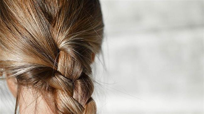 يبلغ 2 متر.. روسية تكشف سر طول وكثافة شعرها