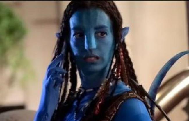 آن هاثاوى تتحول لشخصية Avatar فى شوارع نيويورك