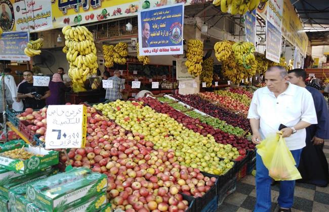 البطاطس بـ 5.5.. أسعار الخضروات والفاكهة فى سوق العبور
