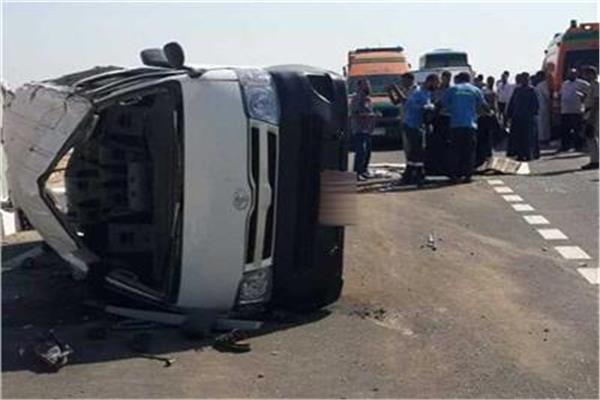 مصرع شخص وإصابة 12 فى حادث سير بـ «صحراوى المنيا»