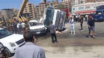 إصابة 16 شخصاً في حادث تصادم بصحراوي المنيا