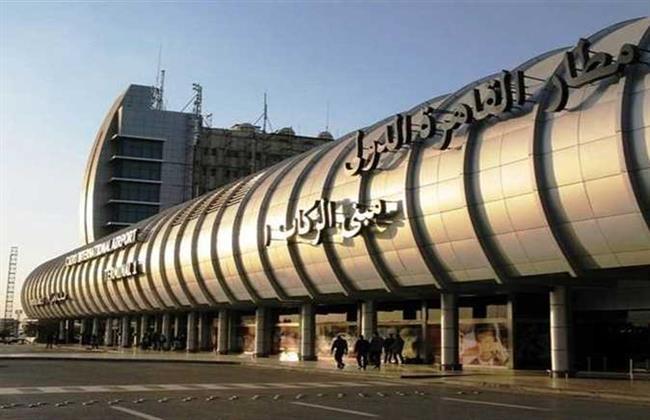 إحباط تهريب 376 عبوة أدوية وفيتامينات بمطار القاهرة