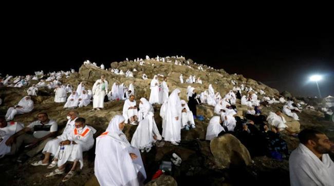المنسك الأعظم.. بدء صعود الحجاج لجبل عرفات