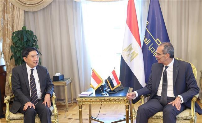 مصر وسنغافورة يبحثان تعزيز التعاون في تكنولوجيا المعلومات