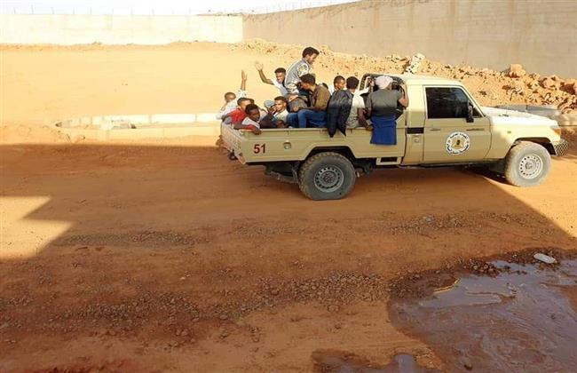 ليبيا.. القبض على مهاجرين غير شرعيين بعد فرارهم من المهربين