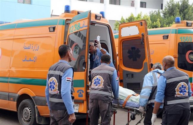 إصابة 15 شخصاً في تصادم سيارتين بكفر الشيخ