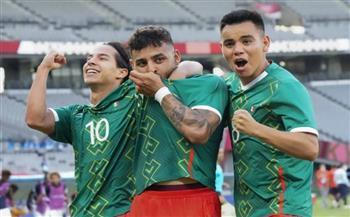المكسيك تفجر مفاجأة وتضرب فرنسا بالأربعة