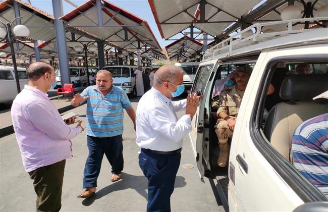 صور  جولة تفقدية لرئيس مدينة الجيزة لمتابعة انتظام حركة النقل