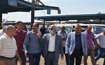 السكرتير المساعد ببني سويف يتابع التزام السائقين بأجرة المواصلات