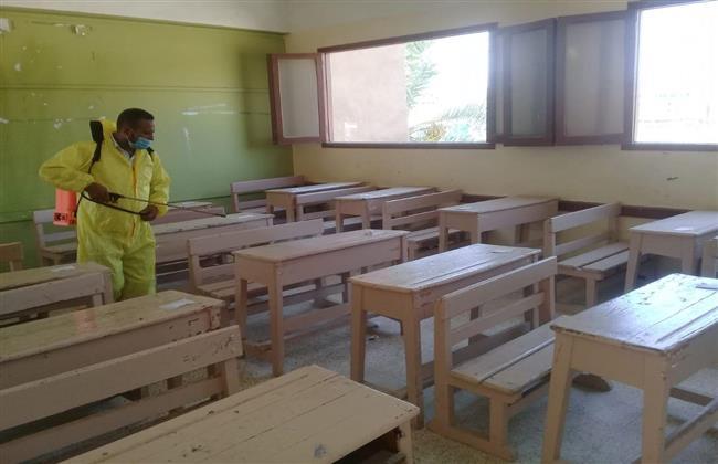 تعقيم وتطهير اللجان استعدادا لاستئناف امتحانات الثانوية العامة ببنى سويف