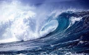 موجة تسونامي مصغرة  تضرب بحر غزة