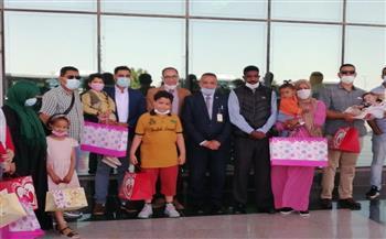 مطار أسيوط الدولى يستقبل 30 طفلا ليبيا للعلاج بمستشفيات الجامعة