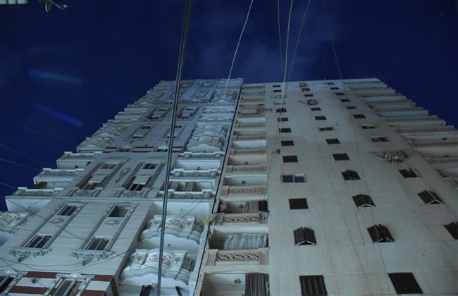 الإسكندرية: إزالة 10 طوابق ودور الخدمات من عقار بحري المائل