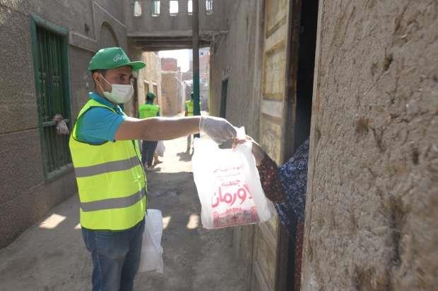 «الأورمان» تنتهي من توزيع لحوم للأولى بالرعاية في 60 قرية بالمنيا