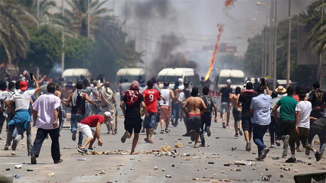 أخبار تونس اليوم.. الإخوان يهاجمون المواطنين بالحجارة