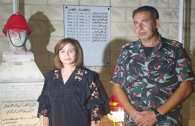 إلهام شاهين تزور النصب التذكارى لشهداء انفجار مرفأ بيروت