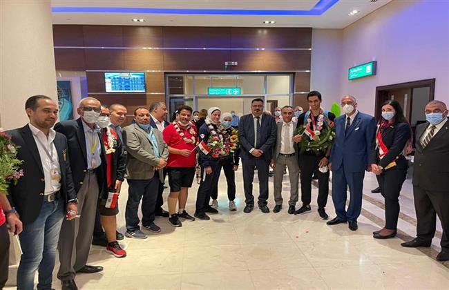 استقبال حافل من «الشباب والرياضة» لأبطال التايكوندو بمطار القاهرة