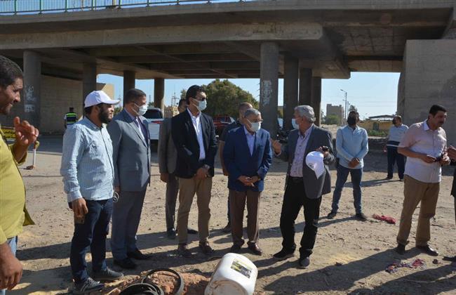 محافظ المنيا يتابع أعمال تدعيم خط مياه لحي غرب المدينة
